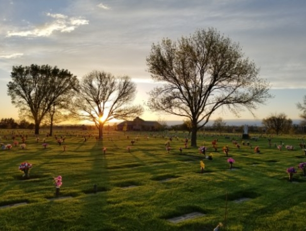 setting sun of Aberdeen SD cemetery